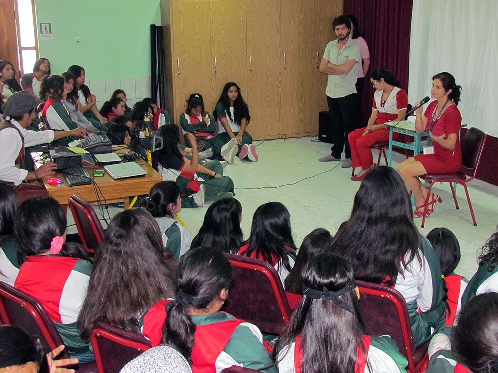 Servicio de Salud Arica conmemoró Día Mundial del SIDA con obra de teatro en Colegio Santa Ana