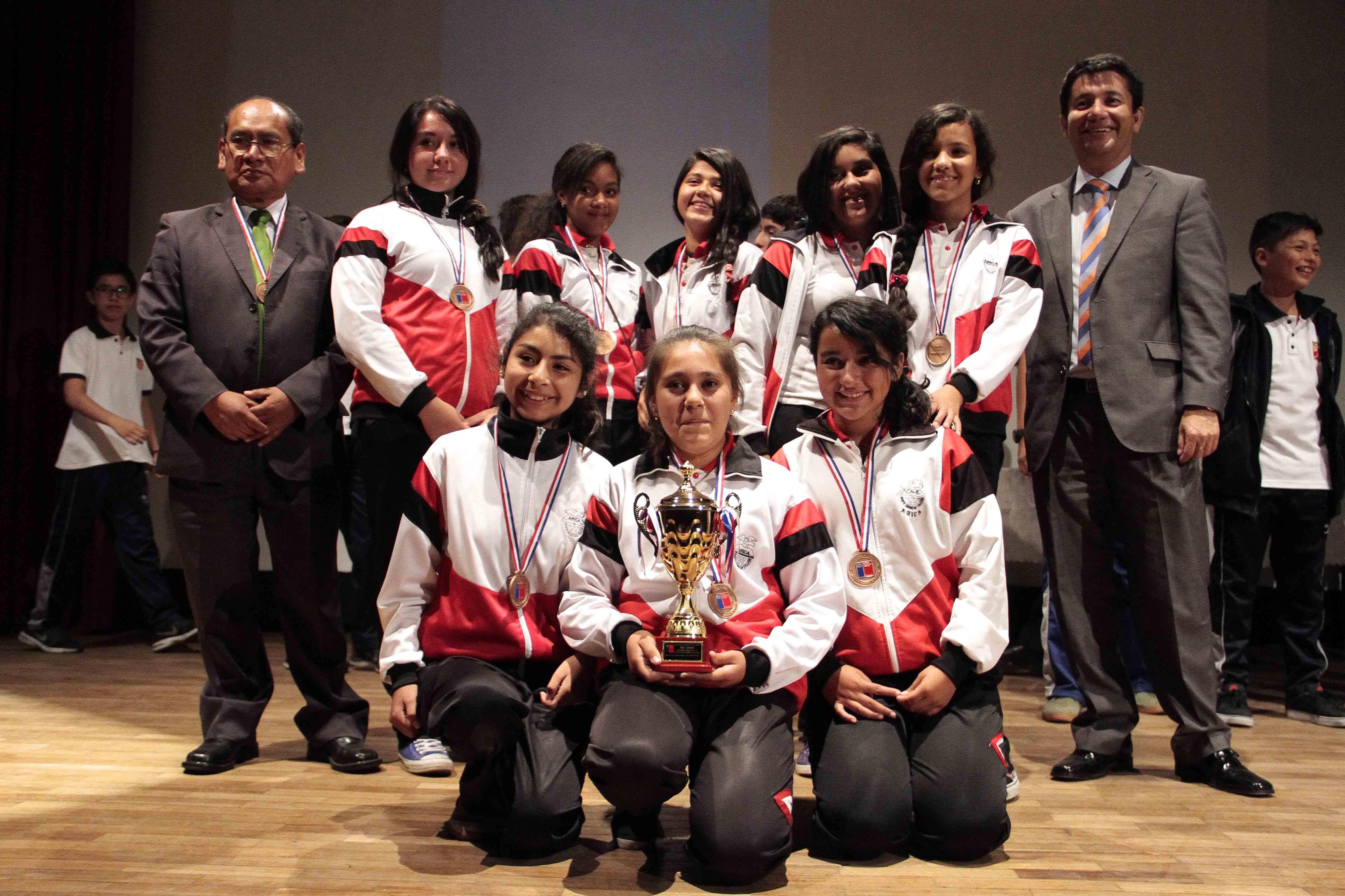 200 jóvenes Reciben Medalals en Juegos Deportivos Escolares