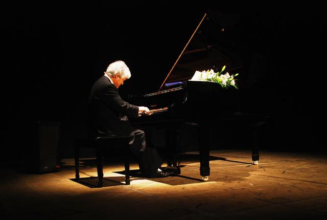 Afamado Pianista Nacional Roberto Bravo Dará Concierto en la Cima del Morro de Arica