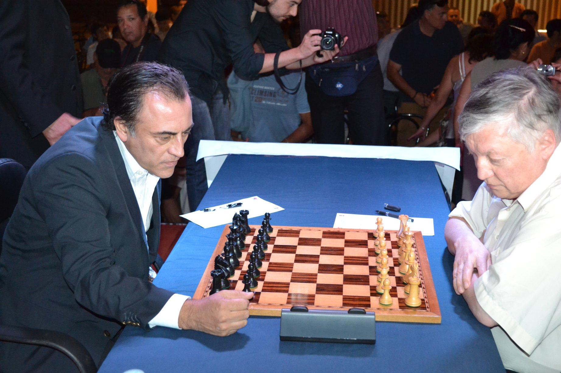 Ajedrez Mundial : Tras extenuante jornada Karpov superó a Morovic
