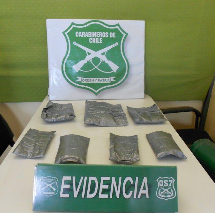 Mucha Vestimenta lo Delató : Carabineros lo Detuvo con casi 4 kilos de Clorhidrato de Cocaína en su Cuerpo