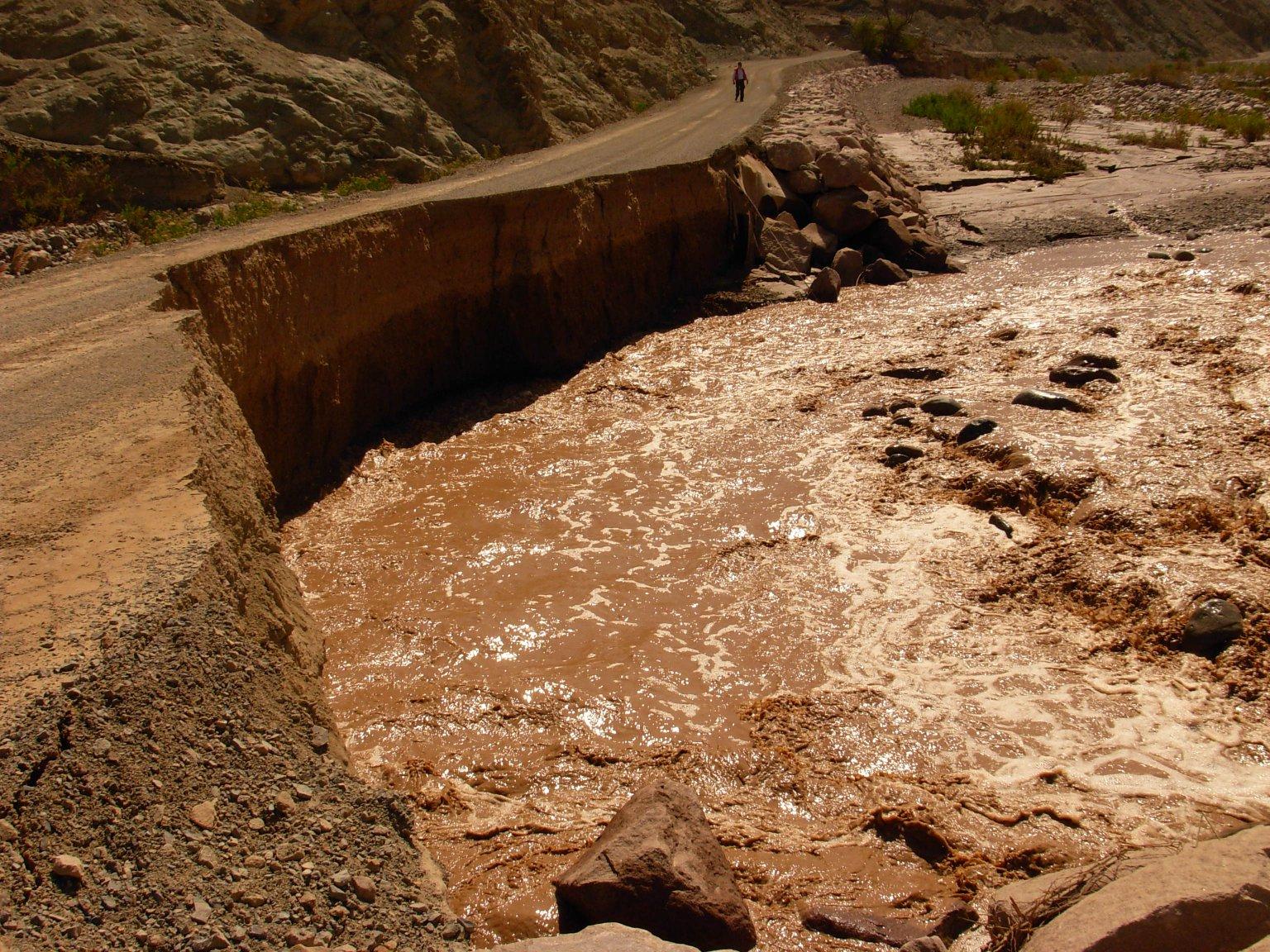 Preocupación por personas Aisladas por Violenta Bajada del río Lluta