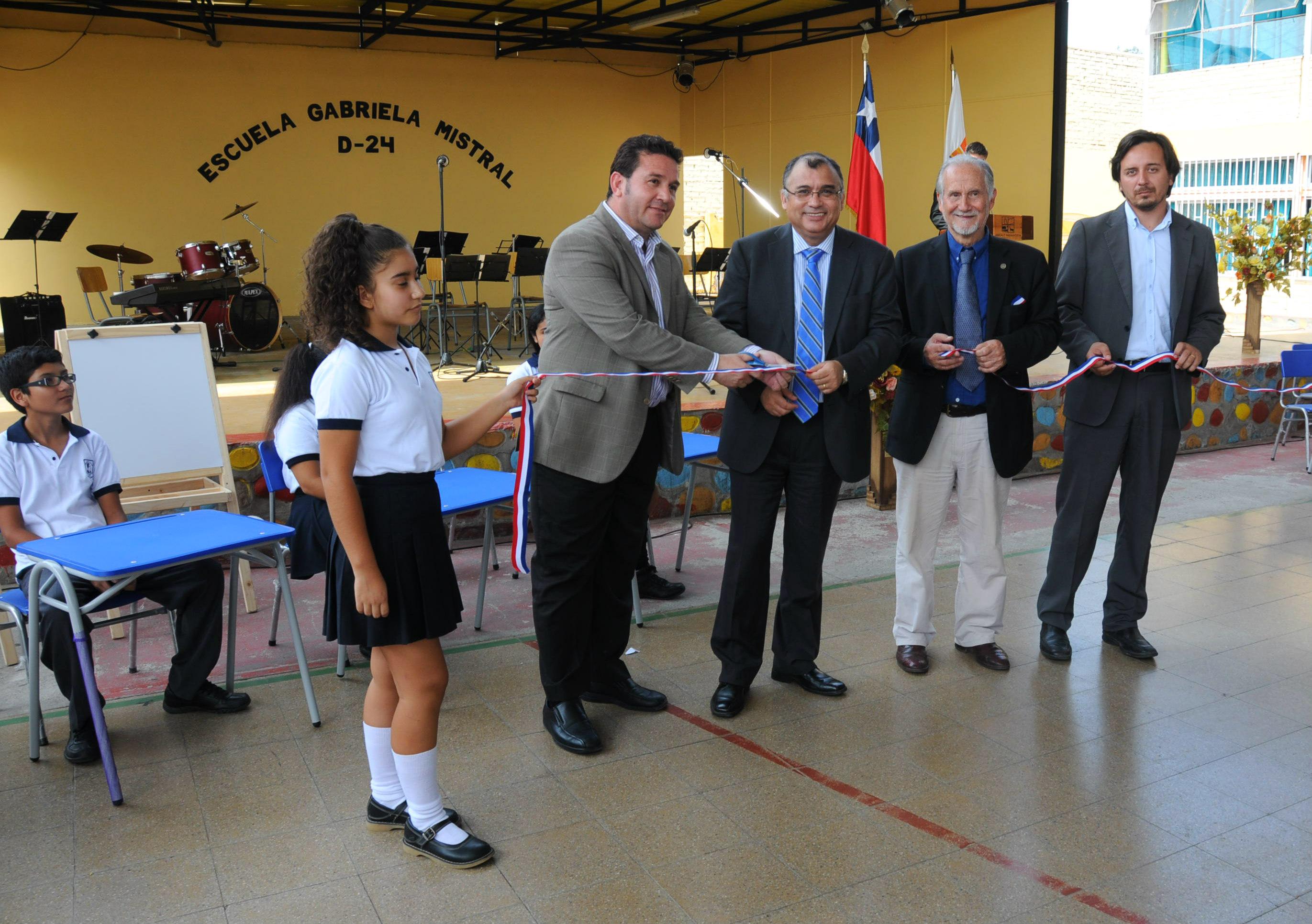 Flamante Mobiliario en Escuelas y Liceos Municipales de Arica